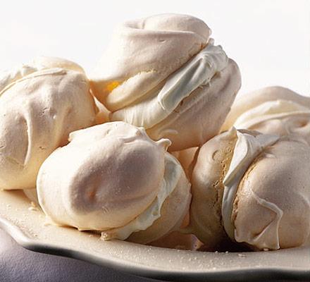 Ultimate baby meringues & hazelnut praline