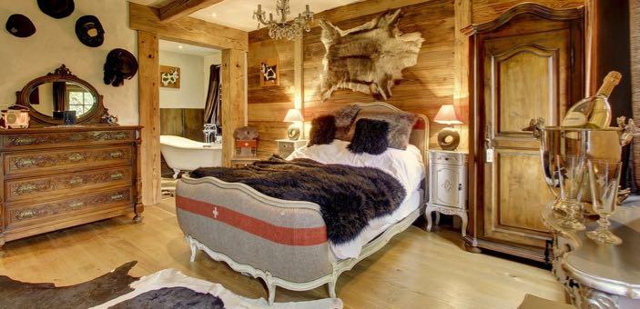 Late Late Snow / CountryWives / Hotel Guru