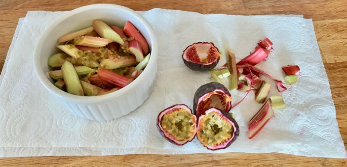 Preparing raw rhubarb and passionfruit / Rhubarb and passionfruit crumble / What's Cooking / Grace at CountryWives