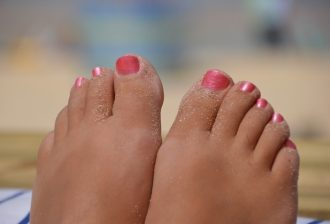 Some feet in the sand with painted nails / How long does it take to be beach body ready / blog / wellbeing / The CountryWives
