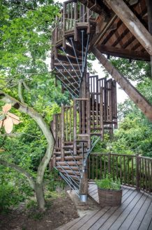 The Buzzardry - a luxurious treehouse retreat in East Sussex