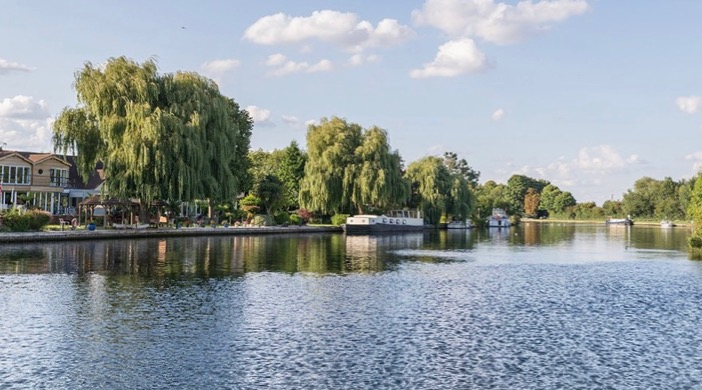 River Thames at Henley on Thames from post: Zeynep loves the early summer months but finds it difficult to be positive